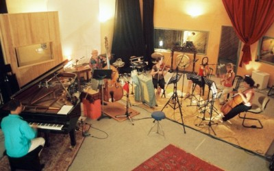"Lors de l'enregistrement du ""Crossing Life and Strings"", aux studios LaBuissonne"